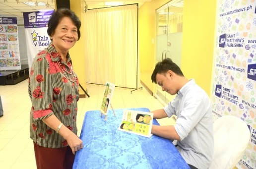 Dr. Felicidad Remo, educational books author and former supervisor of the Division of City Schools of Manila, gets a signed copy of Junior Ipon. Dr. Remo is one of the editors of Junior Ipon.