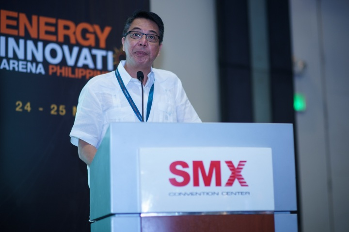 Bob Calingo, Executive Director of Peace and Equity Foundation, opened the event at the Solar Show Philippines